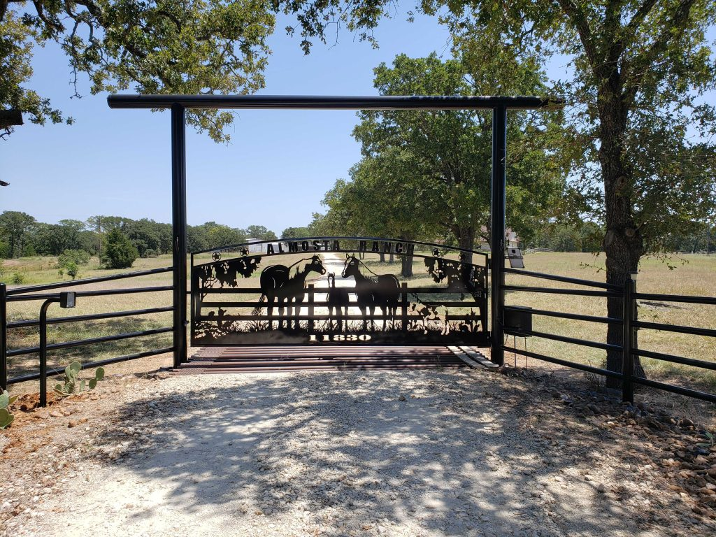 farmhouse style ranch gate - cowboy indians magazine